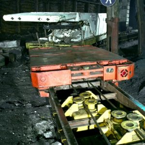 Seilgetriebene Schienenflurbahn Bremswagen, Zugtransportwagen mit Schildausbaueinheit im Einsatz